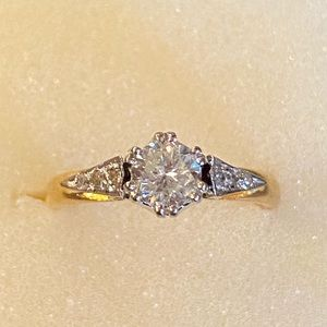 18k yellow gold Solitaire Natural Diamond Ring